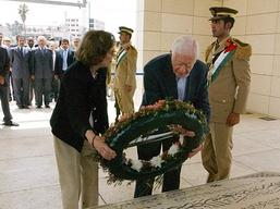 Jimmy Carter at the tomb of Yasser Arafat. (Getty Images)
